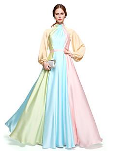 billiga Kändisklänningar-A-linje Hög hals Golvlång Chiffong Kändis Stil Cocktailfest / Formell kväll Klänning med Bälte / band / Plisserat av TS Couture®