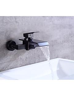 tanie Wodospad-Współczesny Antyczny Umieszczona centralnie Wodospad Zawór ceramiczny Pojedynczy Uchwyt Dwa Otwory Olej przetarł brązu, Bateria Wannowa