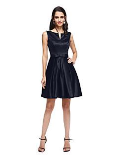 billiga Den lilla svarta-A-linje V-slits Kort / mini Satäng Den lilla svarta Cocktailfest / Bal Klänning med Rosett(er) / Plisserat av TS Couture®