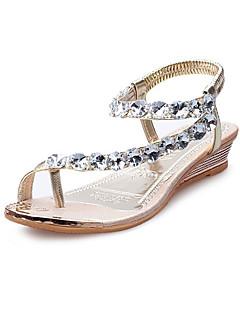 hesapli -Kadın's Ayakkabı PU Yaz / Sonbahar Rahat / Yenilikçi Sandaletler Düz Taban Burnu Dikişli Düğün / Elbise / Parti ve Gece için Taşlı Altın