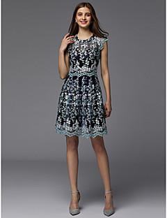 billige Mønstrede og ensfargede kjoler-A-linje Besmykket Kort / mini Blonder Cocktailfest / Ball Kjole med Blondeinnlegg av TS Couture®