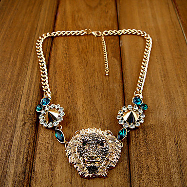 Women's Fashion Luxurious Lion Head Pendant Rivet Necklace