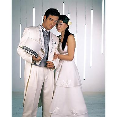 Смокинг облегающего кроя из полиэстра белого цвета (пиджак и брюки)