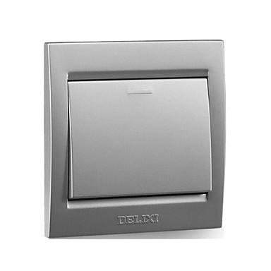 uma de prata interruptor de parede de controle único aberto