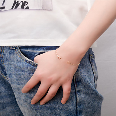 abordables Bracelet-Manchettes Bracelets Femme Mode Bracelet Bijoux Dorée Argent Carré pour Soirée Occasion spéciale Cadeau