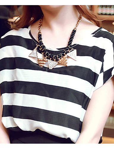 bluza blană a femeii - gât rotund geometric