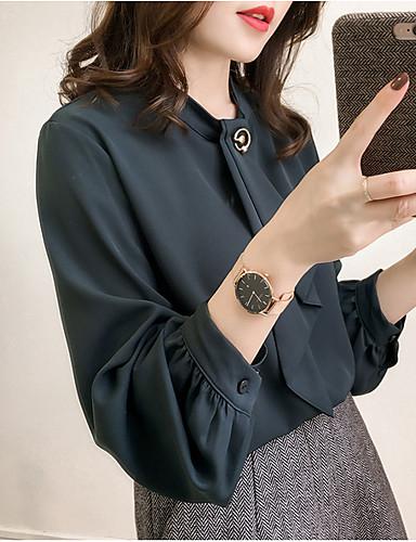 חולצה בגודל של אישה אסיה - צוואר בצבע מלא בצבע